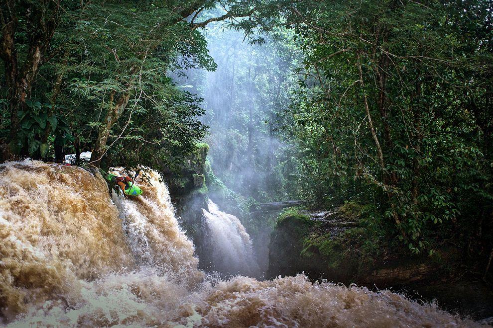 ben-stookesberry-kayaking-amazonas-brazil_69329_990x742