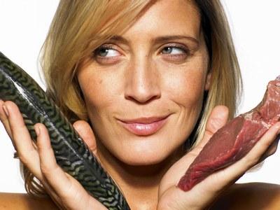 femme-viandes-poissons-1-145427_L